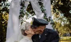 Vợ chồng kết hôn 77 năm lần đầu chụp ảnh cưới