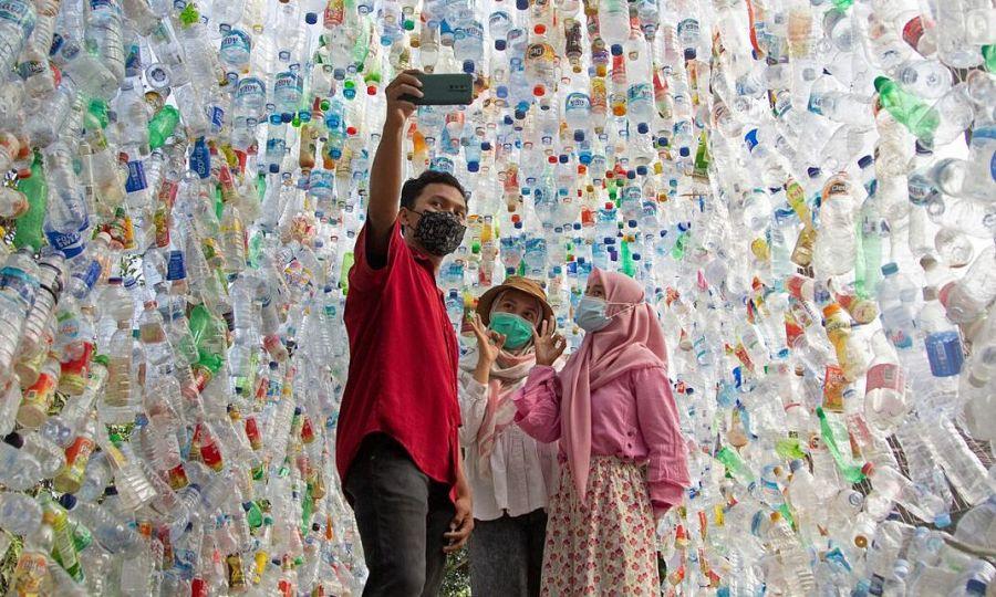 Triển lãm rác thải nhựa gây chú ý ở Indonesia