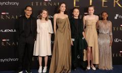 Các con cùng Angelina Jolie dự ra mắt phim siêu anh hùng