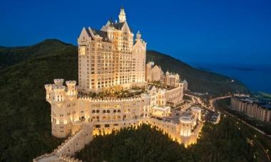 Khách sạn lâu đài biệt lập trên núi