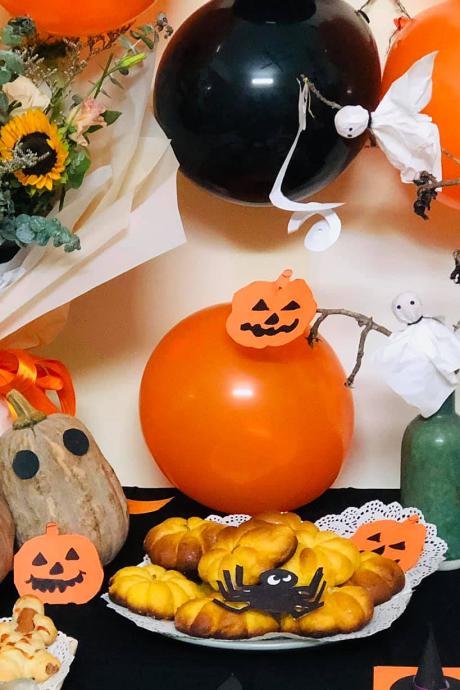 Mẹ cho con chơi Halloween tại nhà với khoảng 200 nghìn đồng