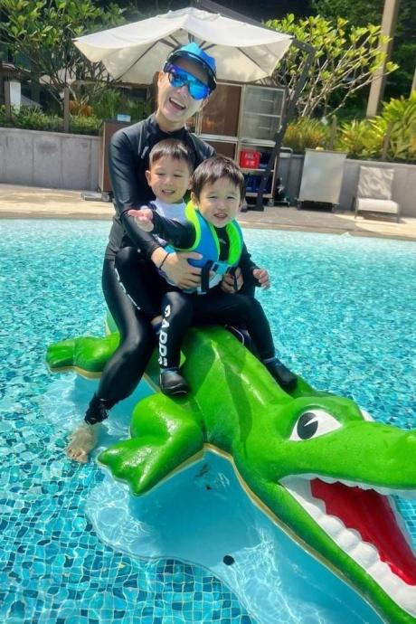 Hồ Hạnh Nhi tận hưởng thời gian bên chồng con