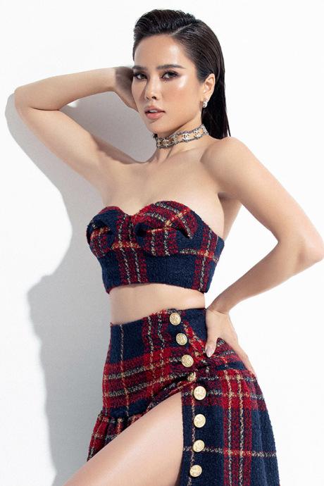 Bella Mai chuộng trang phục hở eo