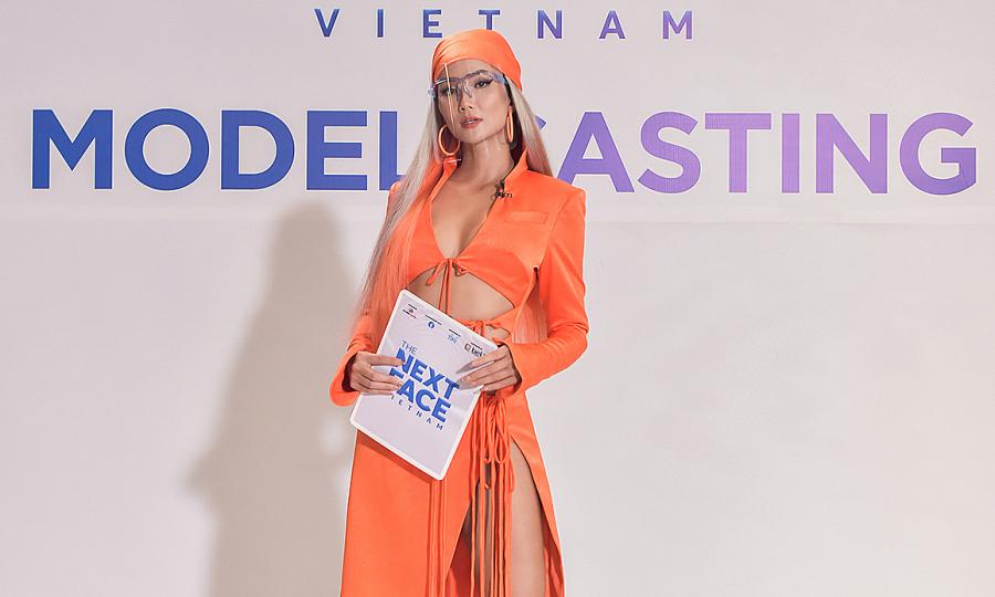 H'Hen Niê mặc váy hở bạo